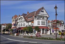 Un peu plus loin sur la côte, on trouve De Haan.Comment appelle-t-on cette commune en français ?