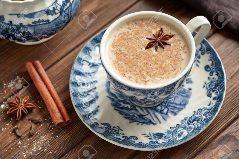 Sur cette photo, on peut voir un chaï latte.