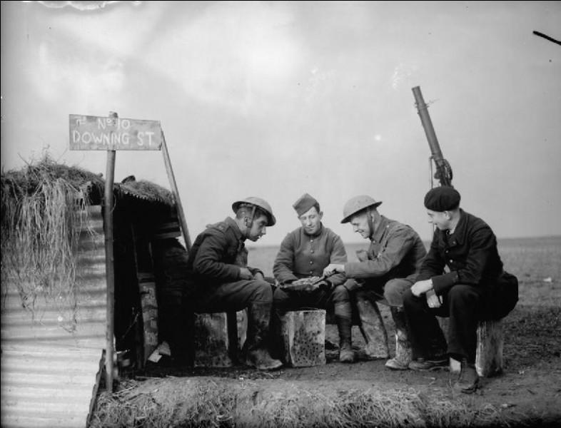 """La """"drôle de guerre"""" a commencé le 10 mai 1940 jusqu'au 10 novembre 1950."""