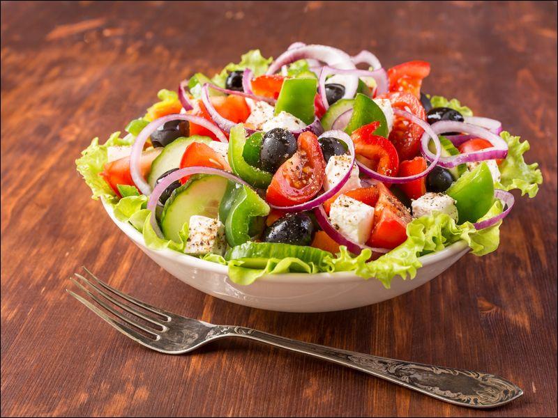 """Qu'est-ce qui ne fait pas partie d'une """"salade grecque"""" ?"""