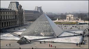 Cet édifice parisien est inspiré des grandes pyramides égyptiennes. Quel est son concepteur ?