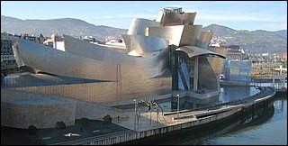 Cet architecte a redonné à la ville de Bilbao son attractivité en créant dans une zone industrielle un musée international. De qui s'agit-il ?