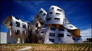 Chantre du déconstructivisme il a réalisé en 1992 la clinique Clinic Lou Ruvo près de Las Vegas dédiée aux maladies dégénératives. Qui en est le créateur ?