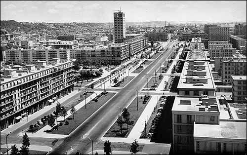 Cet architecte français est à l'origine de la reconstruction de la ville du Havre massacrée par les bombardements en 1944. Il s'inspire de l'architecture américaine au carré. De qui s'agit t-il ?