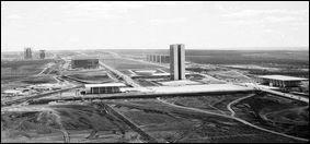 Cette ville a été créée de toutes pièces au début des années 1960. De quelle ville s'agit-il ?