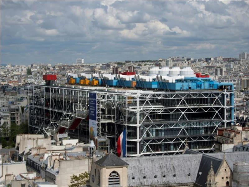 Ce bâtiment parisien, assez décrié lors de sa construction comme étant une usine, fait désormais partie du paysage. Construit en 1973 sous Pompidou il symbolise le renouveau architectural. Quel est l'architecte ?