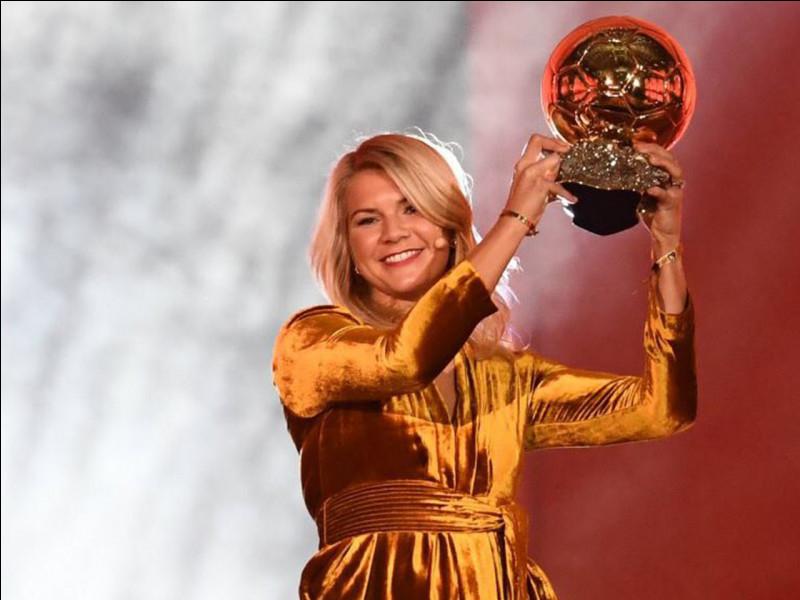 Qui a gagné le Ballon d'or féminin cette année (2019-2020) ?