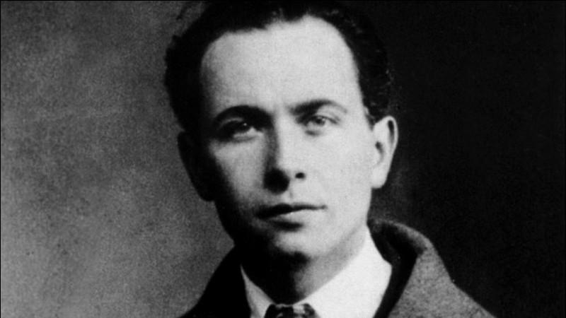 """Complétez le titre de ce recueil poétique de Louis Aragon, publié en 1956 : """"Le roman …""""."""