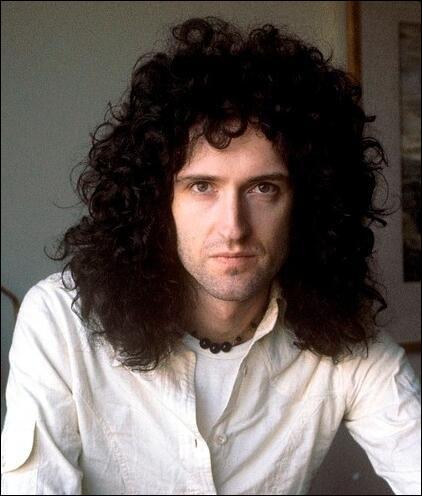 """De quel instrument jouait Brian May dans le groupe """"Queen"""" ?"""