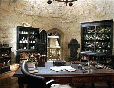 Quelle créature se trouvait dans un coin du bureau de Remus Lupin, dans le tome 3 ?