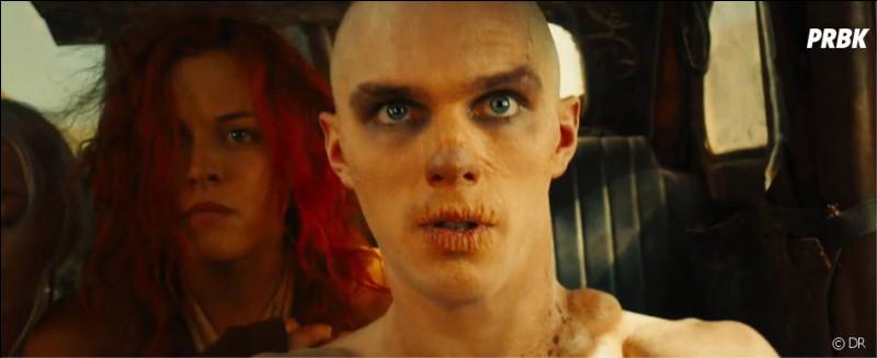 Un film de 2015 qui dure 2 heures.Quel est ce film d'action et science-fiction (faisant partie d'une saga) de George Miller avec Tom Hardy, Charlize Theron, Zoë Kravitz... ?