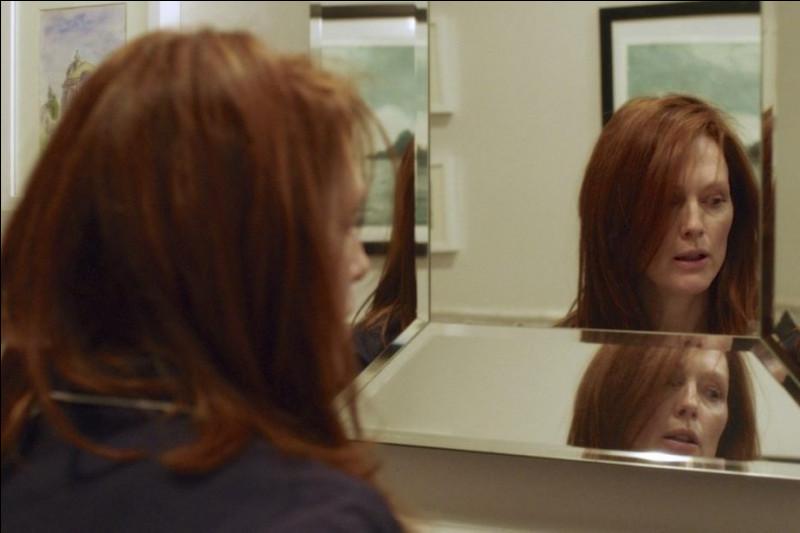 Un film de 2015 qui dure 1 heure 39 minutes.Quel est ce film dramatique de Richard Glatzer et Wash Westmoreland avec Julianne Moore, Kristen Stewart, Alec Baldwin, Kate Bosworth... ?