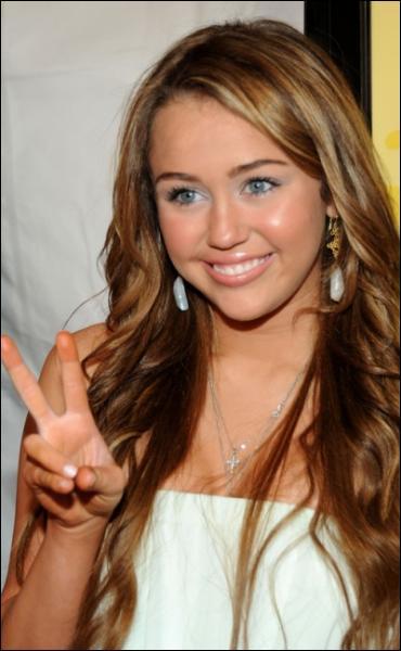 Lequel des frères Jonas est sorti avec Miley Cyrus ?