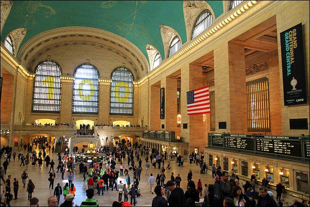 Si elle a ce petit air rétro qui est charmant, c'est qu'elle est déjà ouverte au public depuis 1913. Avec ses 60 boutiques, 35 restaurants et son calendrier de célébrations & événements, la station est également l'une des attractions touristiques les plus visitées au monde. Quel est le nom de cette gare qui, par son nombre de 44 plateformes, est la plus grande gare du monde ?