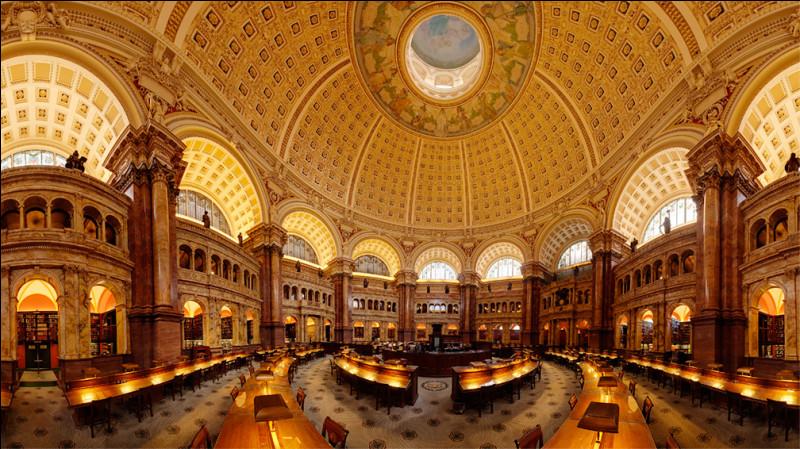 Elle constitue la bibliothèque nationale américaine, toutefois le prêt de livres de ses collections est restreint à certaines personnes. On y trouve la première édition complète de l'Encyclopédie de Diderot, une des Bibles de Gutenberg ainsi que des éditions rares d'auteurs grecs et latins. Nommez cette plus grande bibliothèque du monde, en nombre de livres et de référence.