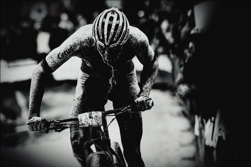 1ère position - Un final complètement fou. Mathieu Van Der Poel ne pratique pas uniquement le VTT et le cyclocross, il performe également sur la route. Sur quel classique World Tour s'est-il imposé après un final complètement dingue ?