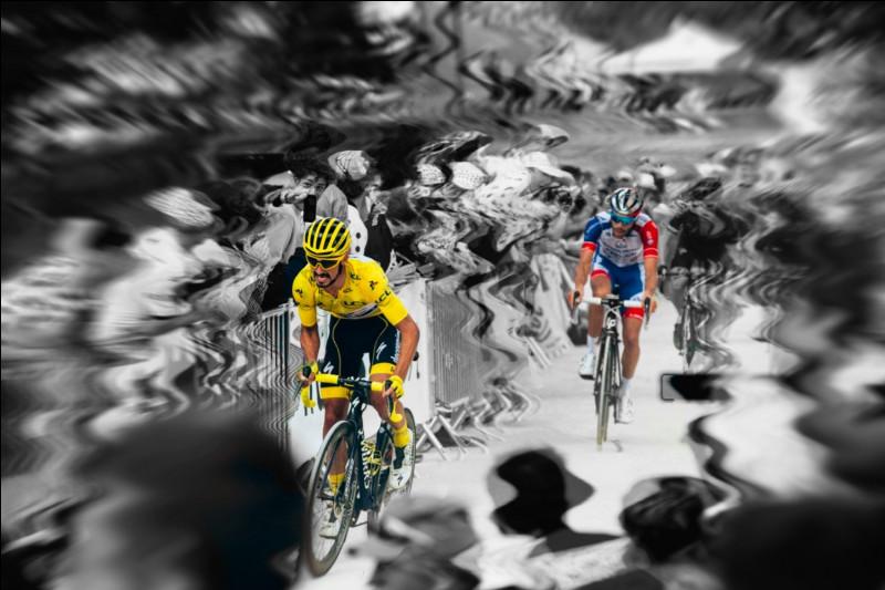 3e position - L'épopée jaune de Julian Alaphilippe. Le numéro un français a marqué le Tour de son empreinte. Il a en effet, de manière assez inattendue, porté la tunique jaune pendant la majorité de la course. Mais combien de jours exactement était-il vêtu de jaune ?