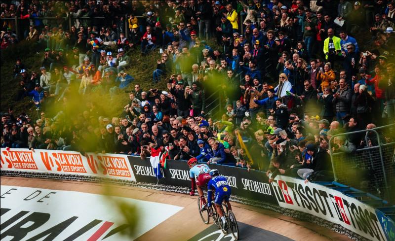 2e position - L'exploit de Philippe Gilbert sur Paris-Roubaix; L'un des cyclistes les plus populaires a encore frappé et est rentré un peu plus dans l'histoire du cyclisme. Quelle information est fausse concernant le déroulement de Paris-Roubaix 2019 ?
