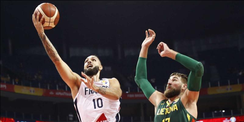 Août 2019 : la Coupe du Monde masculine de basketball est marquée par l'élimination du grand favori, les USA, battus par une équipe qui finira 3ème.