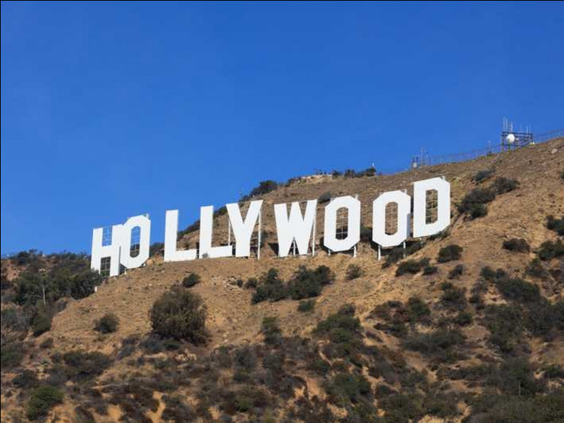 Dans quelle ville se situe le quartier d'Hollywood ?