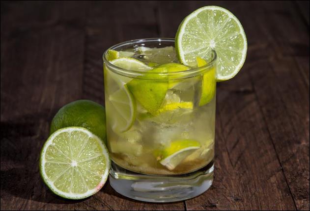 Alcool principal : RhumIngrédient (s) : Sucre de canne, citron vert.Origine : Les Antilles.A savoir : Créé pour fêter l'abolition de l'esclavage.Quel est le nom de ce cocktail ?