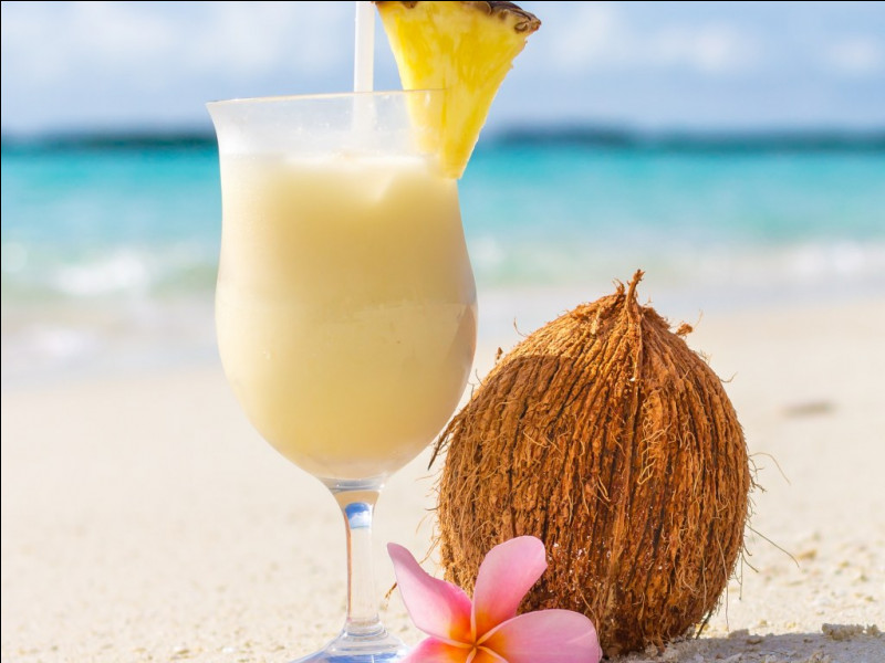 Alcool principal : RhumIngrédient (s) : Ananas, noix de coco.Origine : Porto-Rico A savoir : A été déclaré boisson nationale de Porto-Rico.Quel est le nom de ce cocktail ?