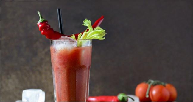 Alcool principal : Vodka Ingrédient (s) : Citron, tomate, céleri ...Origine : FranceA savoir : On associe son nom à une reine ou à la femme d'Ernest Hemingway. Quel est le nom de ce cocktail ?