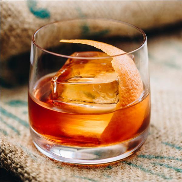 Alcool principal : Whisky Ingrédient (s) : Sucre, Angostura bitters, ...Origine : Etats-Unis A savoir : Boisson favorite du personnage de Don Draper de la série Mad Men.Quel est le nom de ce cocktail ?
