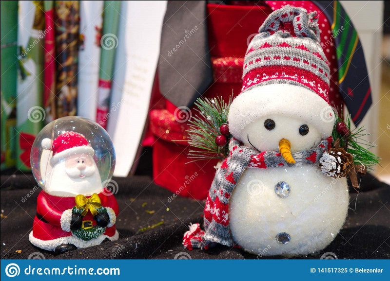 À l'origine, de quelle couleur étaient les habits du père Noël ?