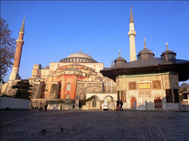 Arrêtons-nous un instant sur Sainte-Sophie, le monument le plus emblématique d'Istanbul. De nos jours (j'insiste), de quel type d'établissement s'agit-il ?
