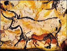 Dans quelle grotte française se trouve la salle des taureaux ?