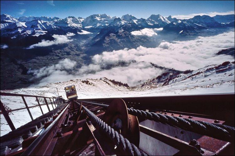 Voici, parait-il, l'escalier le plus long du monde, avec ses ... marches ! Où peut-on le voir, à défaut de l'emprunter ?