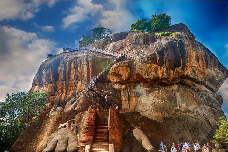 Site de Sigiriya : Il faudra un millénaire pour réaliser, en Europe, des infrastructures équivalentes en terme d'hydraulique, notamment des jets d'eaux. Où donc, par exemple ?