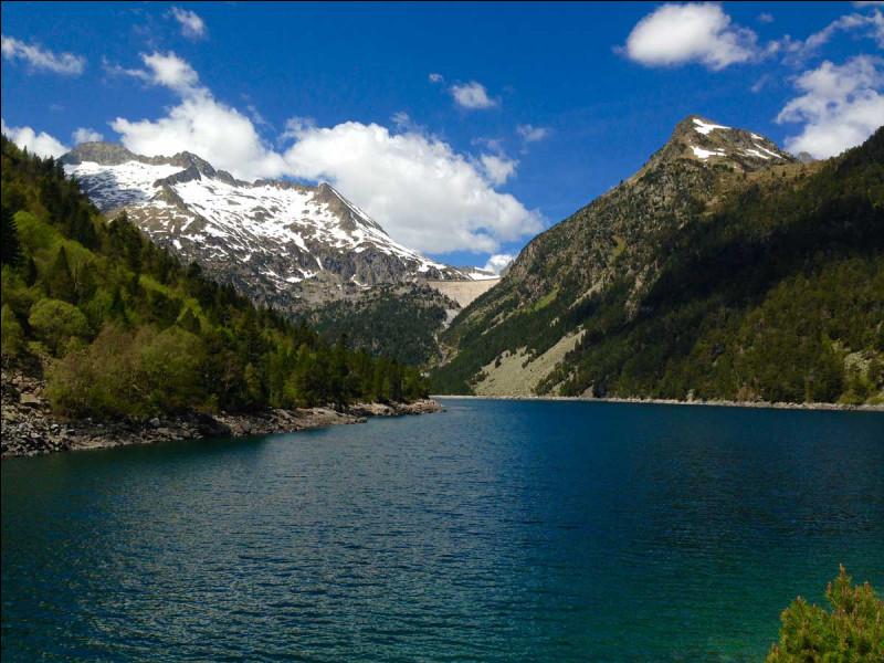 Où est situé le lac d'Orédon ?