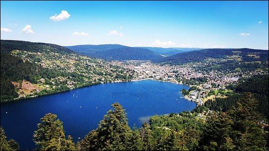 Voici le majestueux lac de Gerardmer, dans quel massif sommes-nous ?