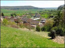 Nous terminons notre balade Lorraine, à Villouxel. Petit village de 80 habitants, dans l'arrondissement de Neufchâteau, il se situe dans le département ...