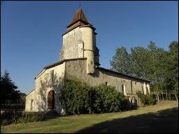 Vous avez sur cette image l'église Saint-Pierre de Lagrange. Commune Landaise, elle se situe en région ...