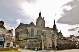 Nous partons en Bretagne, à Saint-Thégonnec. Ancienne commune de l'arrondissement de Morlaix, elle se situe dans le département ...