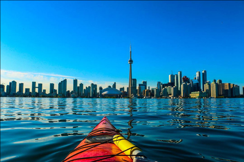 Province de l'Ontario - une des villes les plus multiculturelles et cosmopolites au monde - le Queen's Park - l'aéroport international Pearson