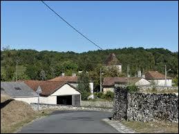 Nous sommes à présent en Nouvelle-Aquitaine à Champeaux-et-la-Chapelle-Pommier. Ancienne commune dans le parc naturel régional Périgord-Limousin, elle se situe dans le département ...