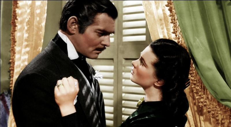 """""""Autant en emporte le vent"""", roman écrit par Margaret Mitchell, a donné lieu à une adaptation cinématographique, avec dans les rôles principaux, Clark Gable et Vivien Leigh : quel cinéaste en est le réalisateur ?"""