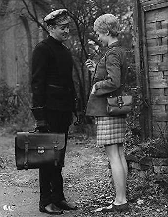 """""""Fahrenheit 451"""" est un film de science-fiction réalisé par François Truffaut en 1966, avec Oskar Werner et Julie Christie ; il est l'adaptation du roman éponyme. Qui est l'auteur de ce roman ?"""