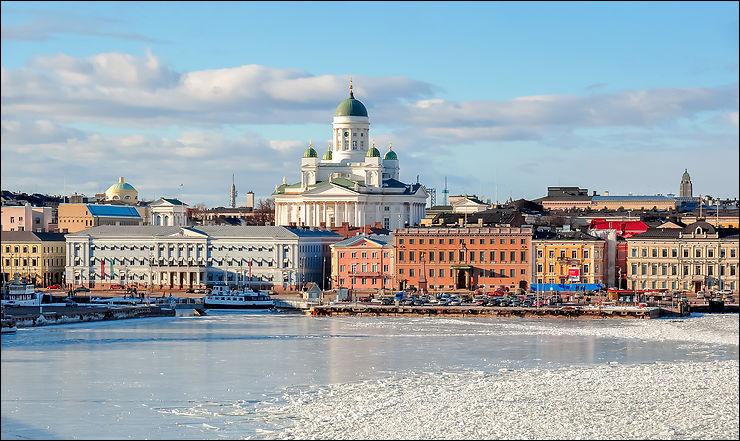 Faisons un grand bond vers le nord et atterrissons à Helsinki. Quel monument n'est pas situé dans la capitale finlandaise ?