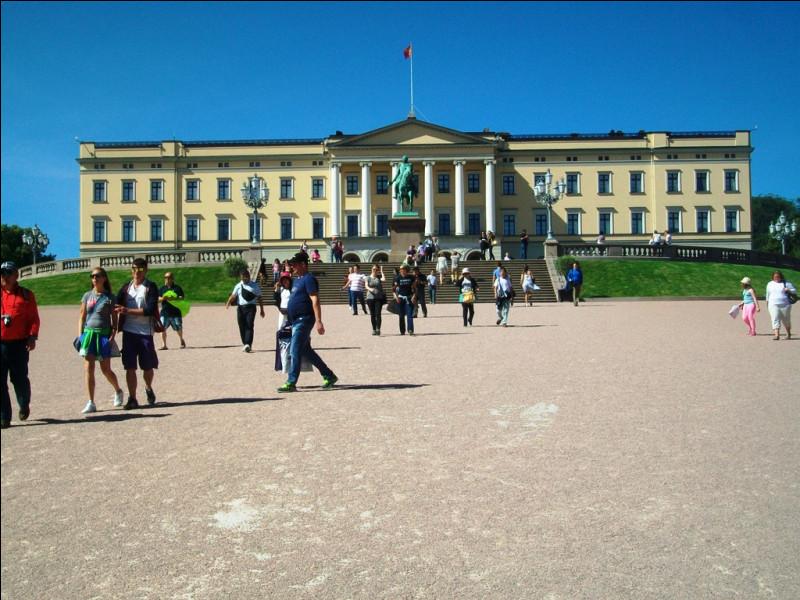 Direction l'ouest et Oslo. Quel monument n'est pas à sa place ?