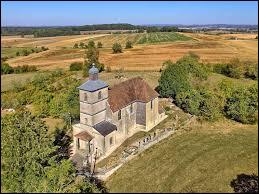 Nous terminons cette balade avec cette vue de l'église de la Nativité-de-Notre-Dame de Villers-Chemin-et-Monts-les-Étrelles. Village de Bourgogne-Franche-Comté, dans l'arrondissement de Vesoul, il se situe dans le département ...