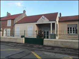 Cette première balade du week-end commence à Aubepierre-Ouzouer-le-Repos. Village francilien, il se situe dans le département ...
