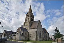Nous sommes maintenant dans le Centre-Val-de-Loire, devant l'église Saint-Martin de La Chapelle-Saint-Martin-en-Plaine. Commune de l'arrondissement de Blois, elle se trouve dans le département ...