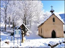 Voici une vue hivernale de Lamadeleine-Val-des-Anges. Petit village de 40 habitants en Bourgogne-Franche-Comté, faisant partie du parc naturel régional des Ballons des Vosges, il se situe dans le département ...