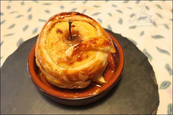 Quel nom donne-t-on, en Normandie, à la cuisson d'une pomme sous une pâte après l'avoir farcie d'un mélange sucré au calvados ?