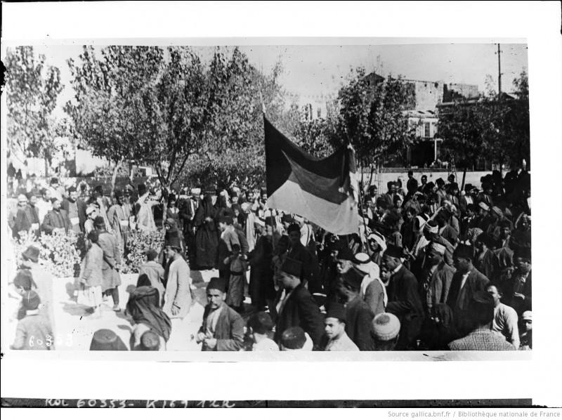 Après que ce pays a proclamé son indépendance le 8 mars 1920, la France qui a reçu un mandat de la SDN, l'occupe ; après la bataille de Maysaloun le 24 juillet, son armée, conduite par les généraux Gouraud et Goybet, entre dans la capitale le 20 août. De quel pays s'agit-il ?